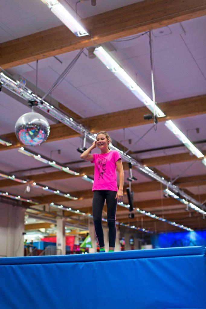 Trampoliinipuistosta löytyy haastetta kokeneellekin hyppijälle.