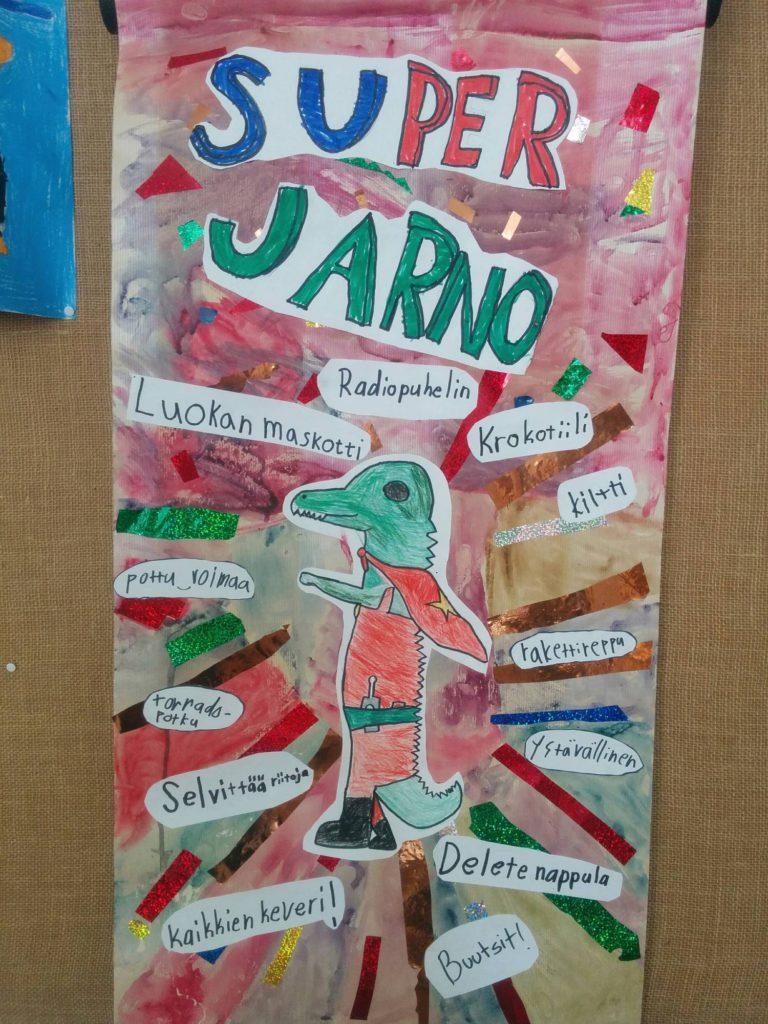 Helsingin Taivallahden peruskoulun 4 B:n Super Jarno ripustettiin lopuksi luokan seinälle varmistamaan, että kaikilla on luokassa hyvä olla.