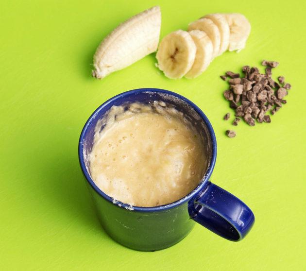 Mukikakku maistuu banaanin ja suklaan kera.