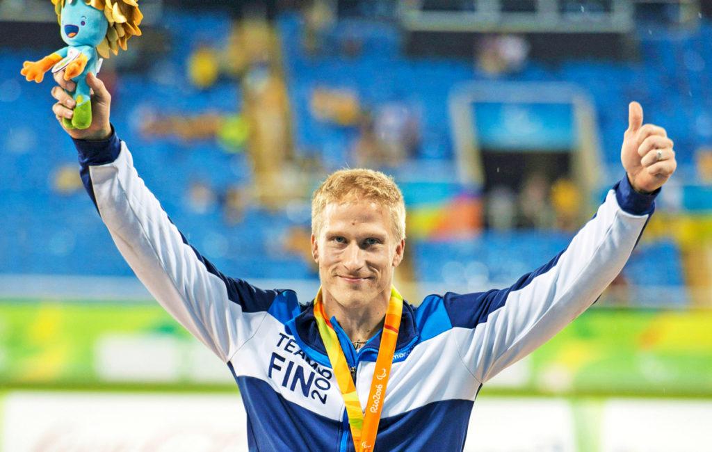 Paraolympiaurheilija ja kultamitalisti Leo-Pekka Tähti on mukana julistamassa koulurauhaa.