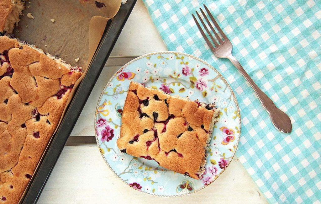Mustikkapiirakkapäivää tulee tietysti juhlistaa leipomalla herkullista mustikkapiirakkaa.
