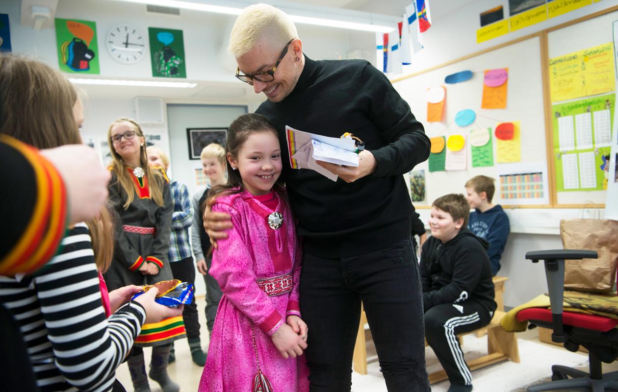 Antti Tuisku saa lahjoja