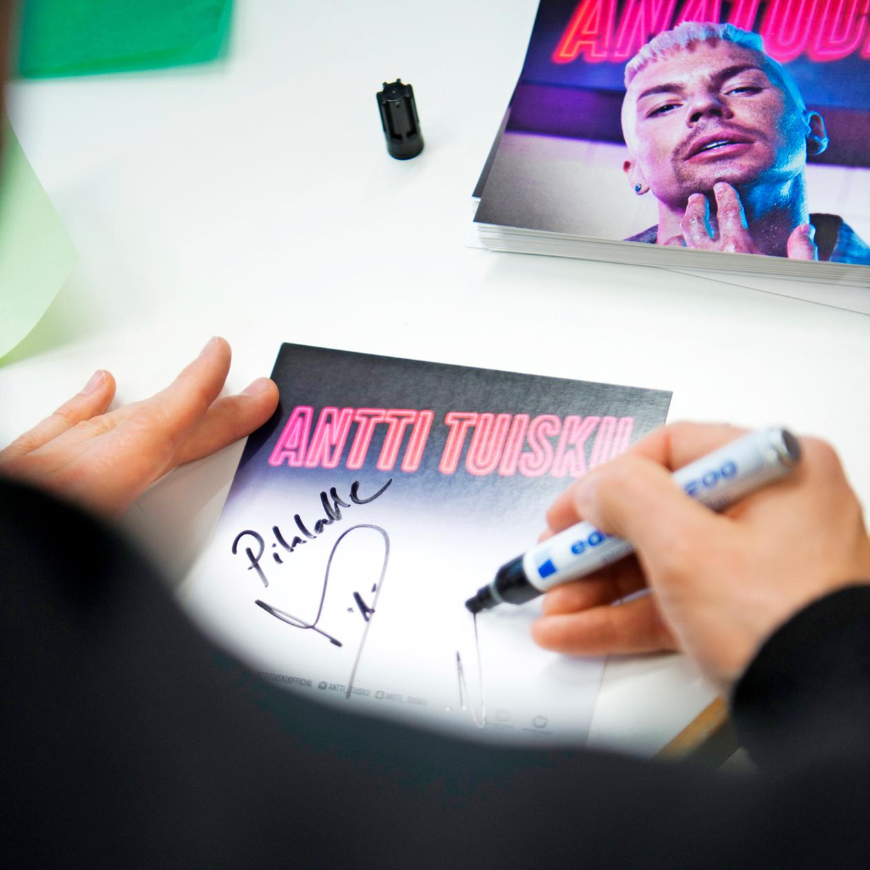 Antti Tuisku kirjoittaa nimmareita