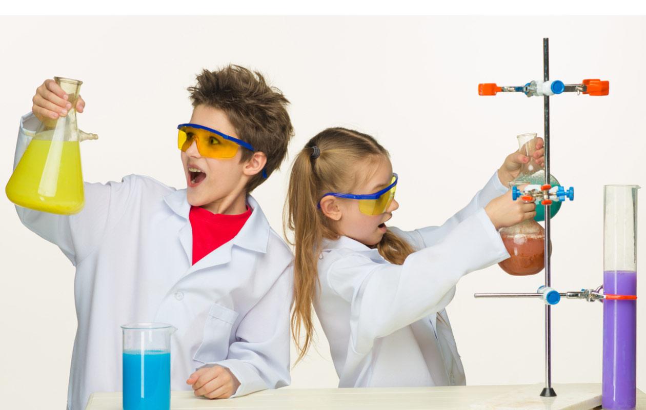 tieteilijöitä