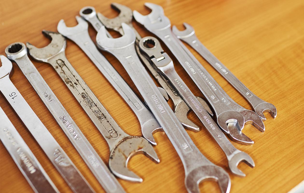 Vili tarvitsee kesätyöpäivän aikana monenlaisia työkaluja.