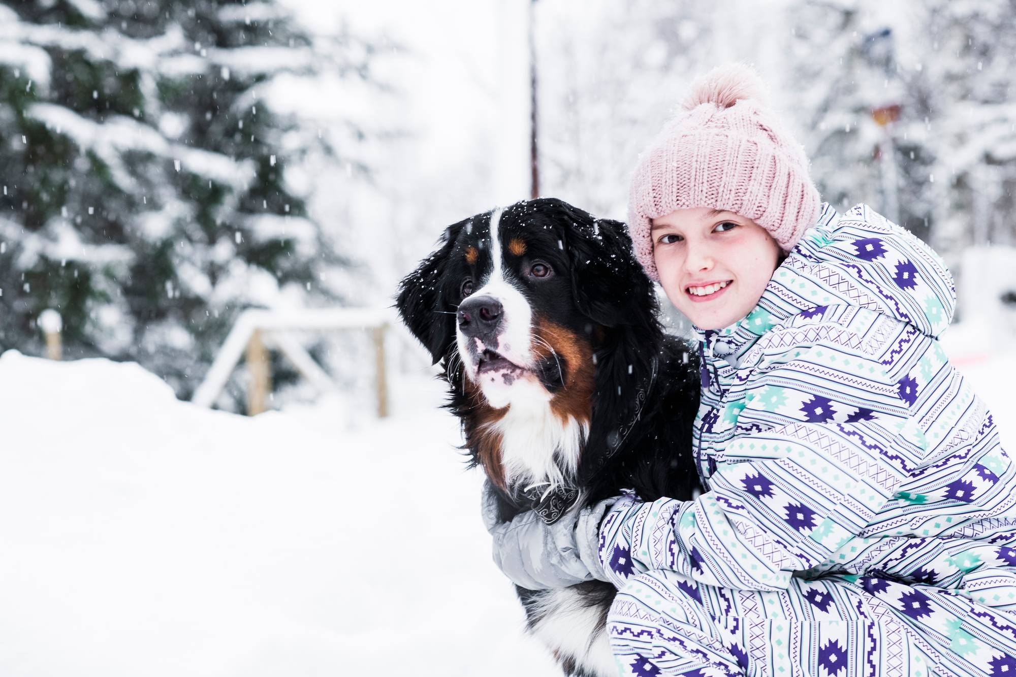 Tahvo-koira ja Emmi.