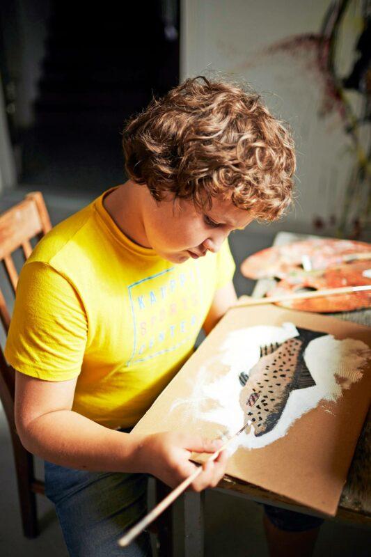 Karlo löysi harrastuksekseen maalaamisen.